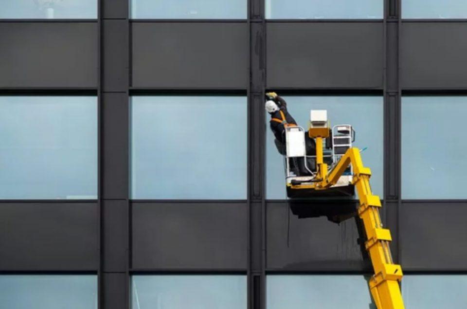 Lavaggio vetri pulizia vetrate Novara e cameri