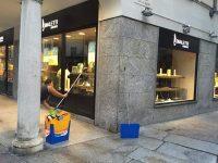 pulizia-vetrine-negozi-507352-novara